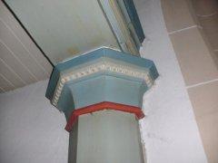 Hölzerene Achteck-Säulen